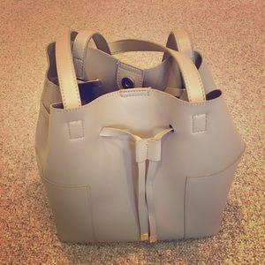 Very classy lightweight shoulder purse.